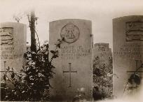Photograph of an unknown soldier's grave (D/DLI 2/18/81) - Copyright © Durham County Record Office.